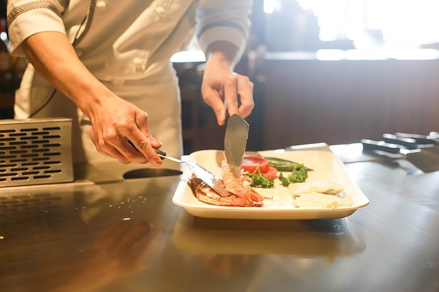 Save Your Restaurant Money with Employee Scheduling Software